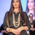 Asian Wedding Experience Catwalk | Model wearing asian wedding gold jewellery